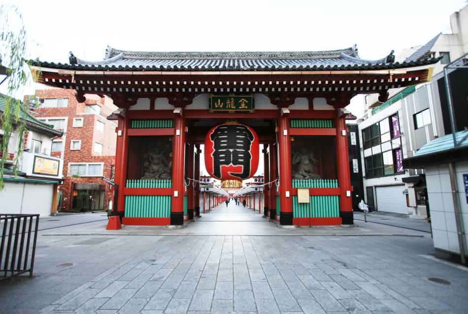 もはや全世界的に日本のランドマークと言っても良い浅草の雷門